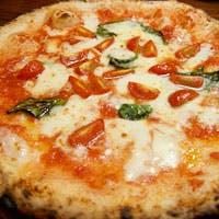 南イタリアに魅了されたシェフが織り成す料理…ナポリピッツァと豪快な鮮魚料理を