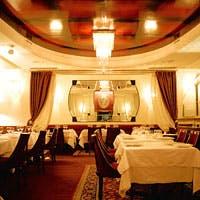食事の愉しみを華やかに演出する贅沢感のある空間