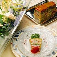 季節の素材がもたらす自然な味を最大限に生かす、フランス料理の真髄を味わう