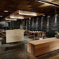 モダンな和の空間を持った店内は和洋個室を9部屋完備