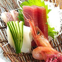 有名な高級料亭出身の腕利き料理長が造る、繊細かつオリジナリティな日本料理