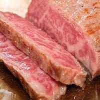 四季折々の魚介や野菜、厳選された国産黒毛和牛をシンプルに堪能