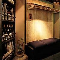 """和の素材「木・石・竹」を基調にした個室中心の""""銀座の大人の隠れ家""""です"""