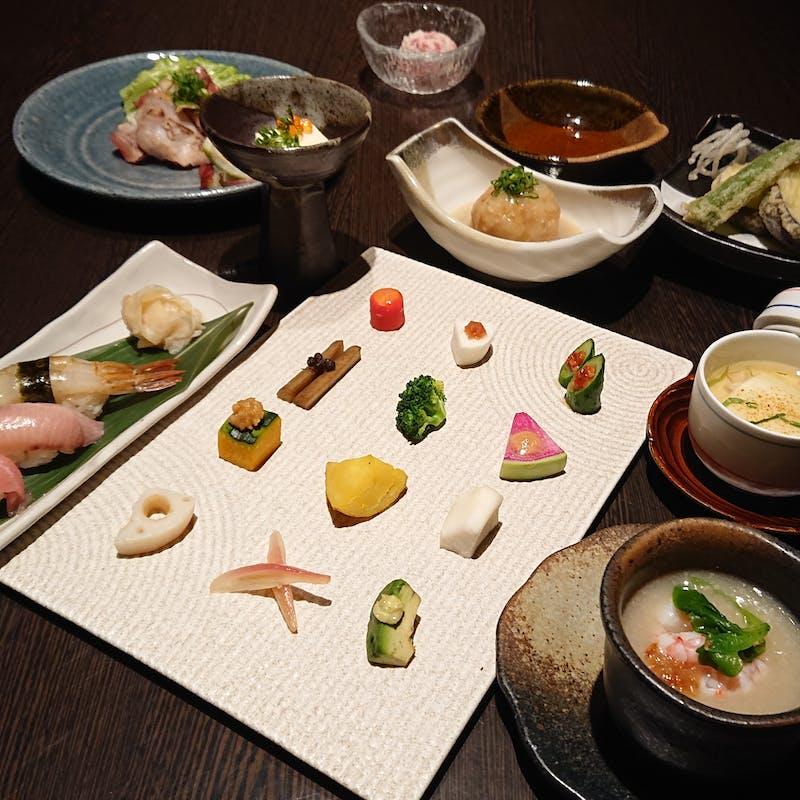 【彩雅】牛・豚・鶏のブランド肉や旬の鮮魚など全10品+2.5時間飲み放題(個室確約・土祝限定)