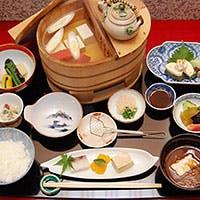 伝統を今に継ぐ匠の技、京の四季、旬の味をご堪能