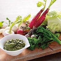 季節の有機野菜や地鶏など、信州の風土に育まれた素材のおいしさが体に広がるお料理