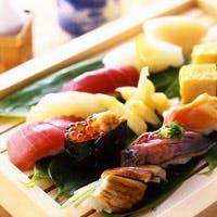 ホテルならではの厳選された食材を四季折々の会席、御膳で味わう日本料理