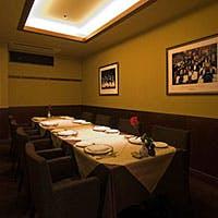 ピアノの生演奏も流れる、大人の為のレストラン