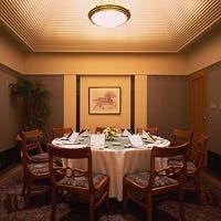 ファミリーでのお食事から接待、歓送迎会まで幅広くご利用いただける充実した個室
