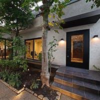 恵比寿の住宅街に佇む、緑溢れる一軒家のフレンチレストラン