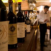 種類豊富なこだわりのワインとともに季節のお料理をどうぞ