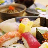 一皿一皿に、四季折々の食材を盛り込んだ繊細な日本料理を