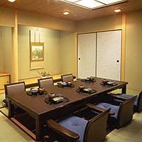 ホテル25階からの眺望、畳を敷いた本格和風の2室の個室