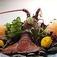 活け、焼き、蒸し、煮。 伊勢海老から生み出される数々の味覚をご賞味下さい