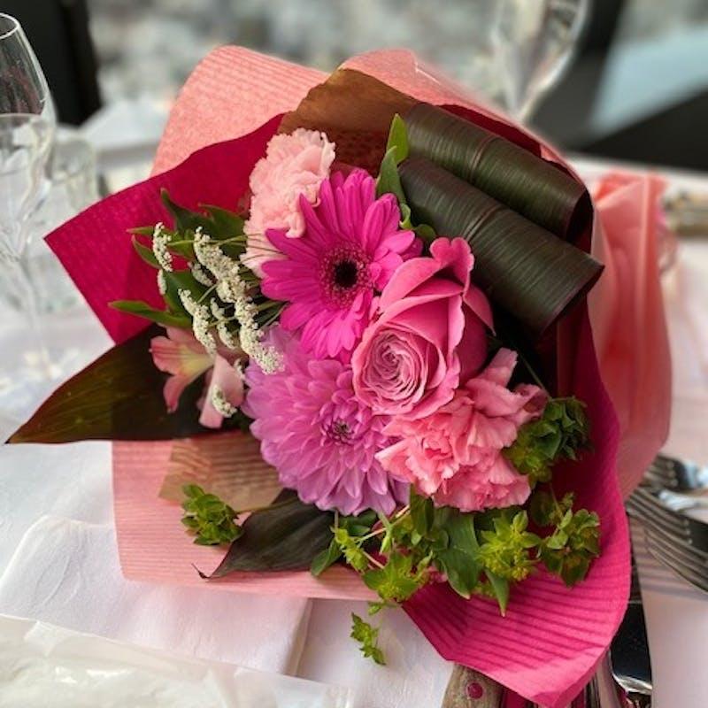 【Menu SAISON】月替わりの旬食材を使用 全6品+花束+メッセージプレート+1ドリンク(平日限定)