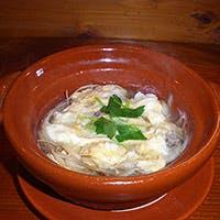国産の天然物の魚介と国産野菜で、その日の築地の仕入れに合わせた季節のお料理を