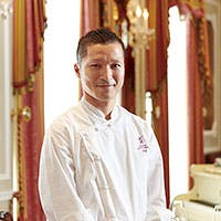 シェフ岡田 秀俊の表現するネオ・クラシックなフランス料理をご堪能ください。