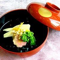 神戸の食材をはじめ、各地から厳選し取り寄せた旬の素材をスタイリッシュな和の料理に