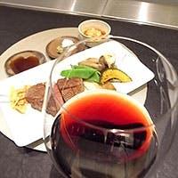 多彩な日本酒や国産ワインを滋味あふれる気軽なコースで