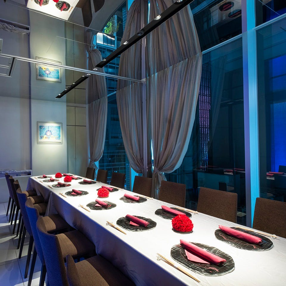 「大人の贅沢を彩る」モダンな美空間。完全個室席は用途で選べる全4室