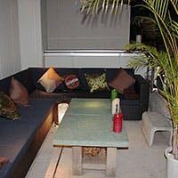 バリ島のリゾートホテルバーをイメージ