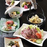 旬の新鮮な素材を使った料理を、レパートリー豊富なお酒と一緒にご堪能ください
