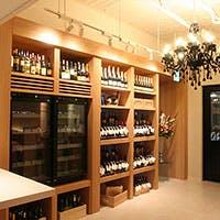 厳選されたワインをはじめ豊富なお酒を取り揃え。様々なシーンで、より特別なひと時を