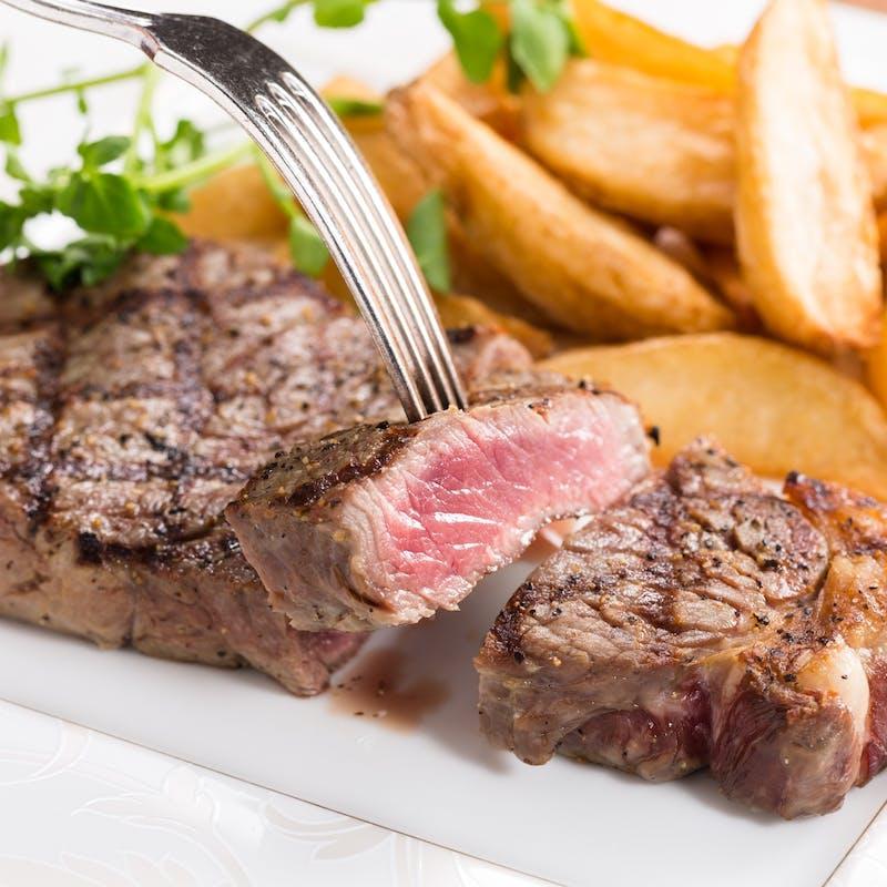 【肉フェスタコース】ローストビーフがついたお肉盛り合わせ、デザートなど+1ドリンク