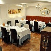 モナコの街中にあるようなレストラン
