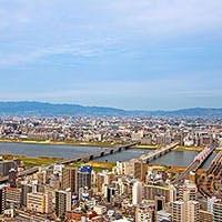 大阪の街を見渡す、素晴らしい眺望とともに