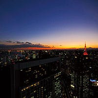 地上200mから眺望する幻想的な夜景がお客様をおもてなしいたします