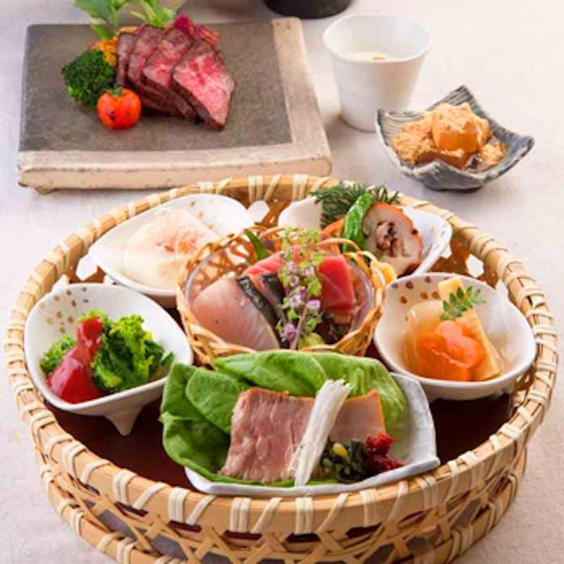 【一休限定】選べる1ドリンク&食後のカフェおかわり自由!メイン牛ステーキor旬魚の全8品ランチ~風庭膳~