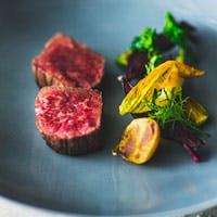 シェフのこだわりが創り出す、1コースの中で多彩な料理を堪能できるメニュー内容