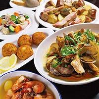 ヴィラモウラ名物「魚介のカタプラーナ」など、本格的なポルトガル料理を