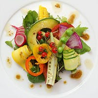 美しい盛り付けの前菜から始まる至福のひととき