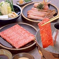 鮮やかな霜降りの極上肉。こだわりのA5ランク神戸牛と上質な本黒毛和牛