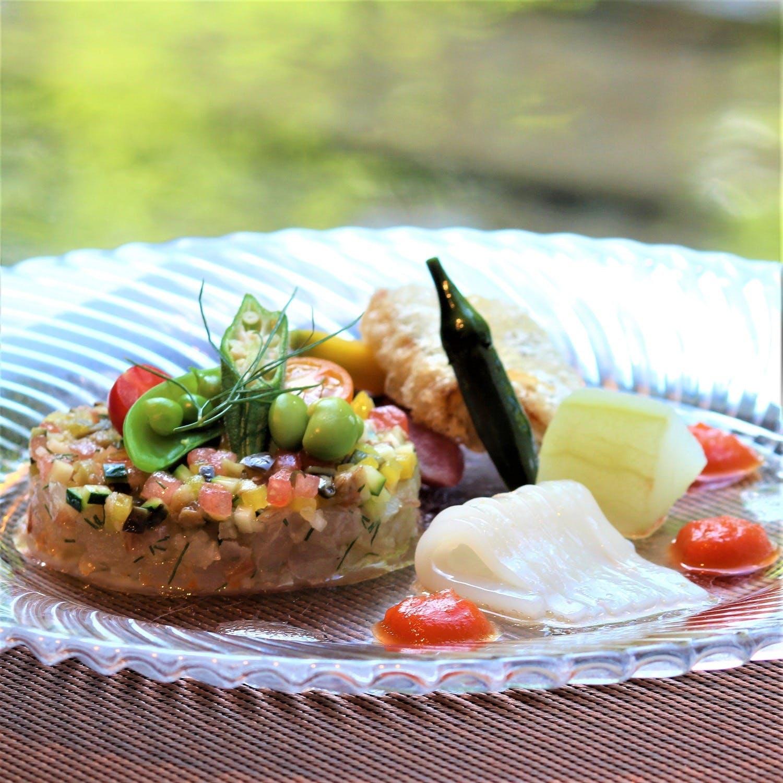 素材を活かした四季折々の料理と季節ごとに変わる日本庭園