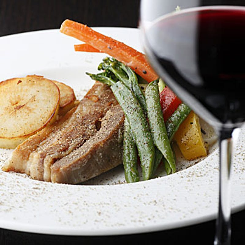 【贅沢ワインコース】生牡蠣・魚料理・もち豚のロースト 全3品+グラスワイン3杯