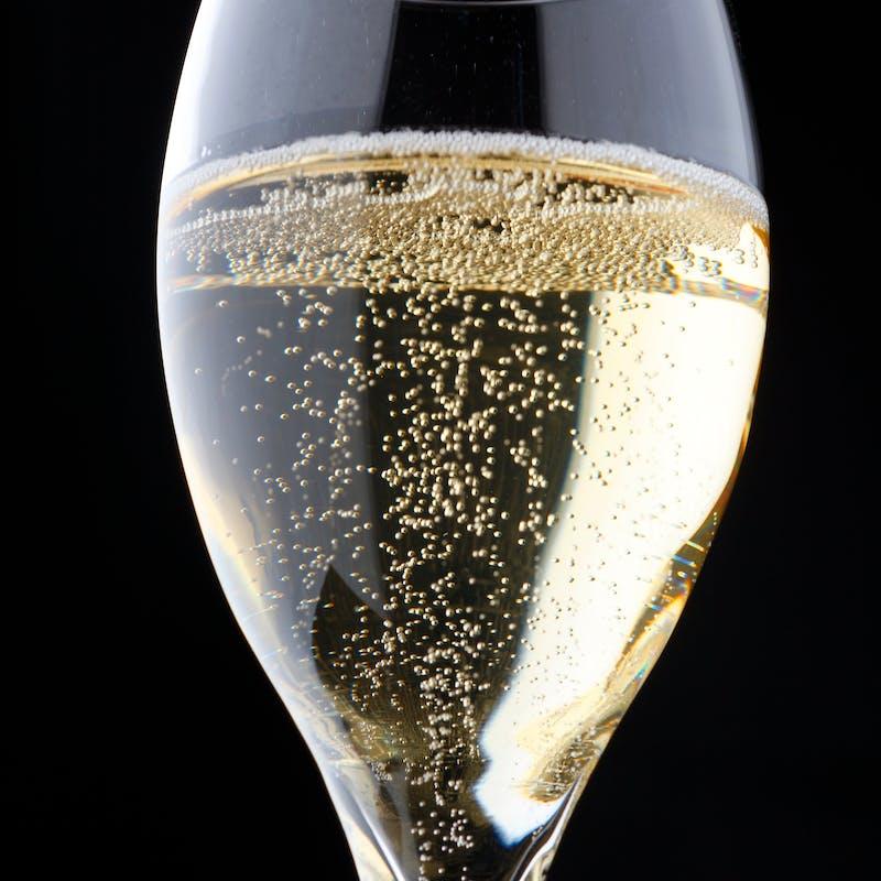 Champagne フリーフロー+特製オードブル付+平日限定18時まで(2時間)