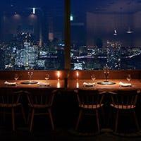 白を基調としたシックな空間から眺める、地上200mの東京湾夜景