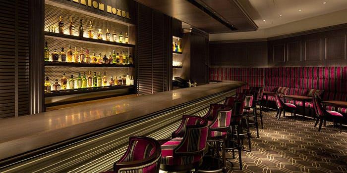 夜カフェ 東京 おすすめ 贅沢 時間 東京駅 おしゃれ Bar & Cafe Camellia カメリア 店内 雰囲気