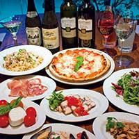 豊富なピッツァとスフィジに合わせてご用意したワイン、カクテルは共に100種類以上