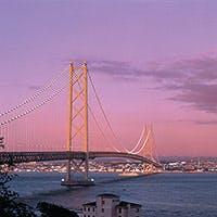 煌びやかな夜景 迫力の明石海峡大橋神戸ならではの感動をルミナス神戸2で