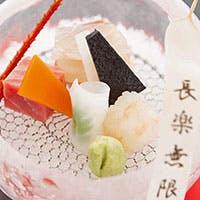 色彩やかな食材と器、五感で楽しむ日本料理