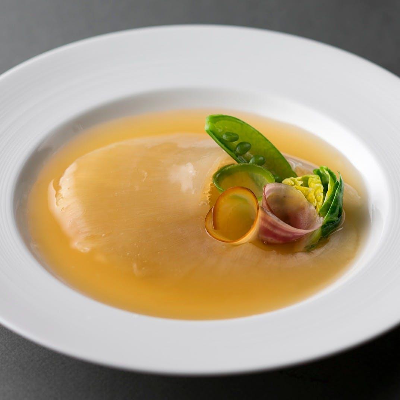 【ランチタイム限定】スープをフカヒレの姿煮にご変更