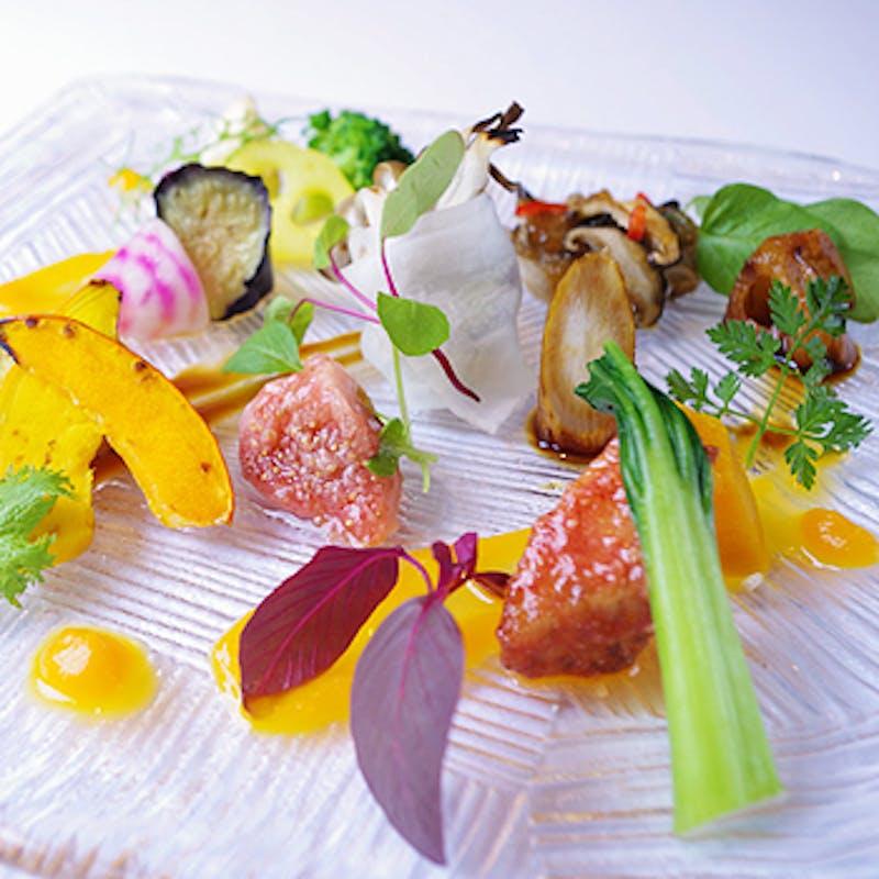 【テイスティングセット】野菜前菜盛合せ・本日のおすすめ肉料理・海老雲呑麺など