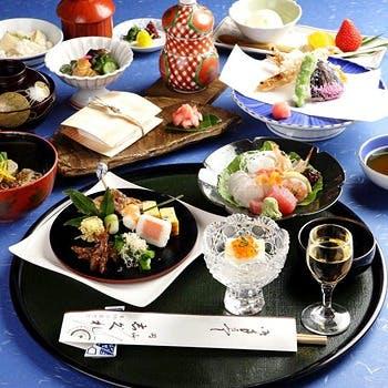 四季の素材を盛込んだ京懐石や鍋料理