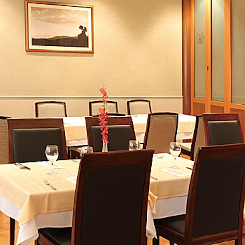【Wメインコース】鮮魚のポワレや牛フィレ肉等全5品+乾杯スパークリング(4名~・半個室確約)