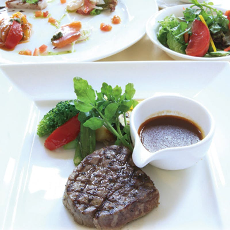 【Wメインコース】鮮魚のグリルや牛フィレ肉等全5品+2時間飲み放題