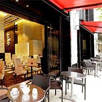 オープンカフェスタイルの開放的な空間
